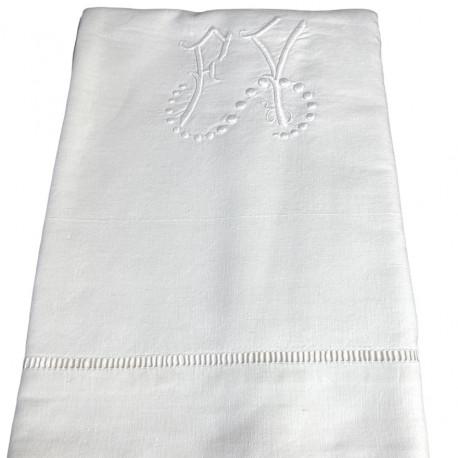 Drap ancien brodé main monogramme FY 210x310 - Villa Farese