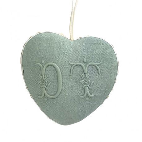 Coeur tissu à suspendre broderie d'antan monogramme DT - Villa Farese